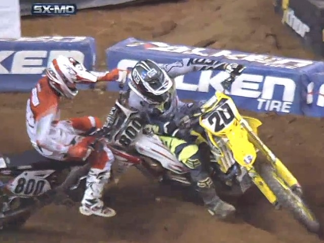 unfair-abgeraeumt-mike-alessi-vs-broc-tickle-beim-supercross
